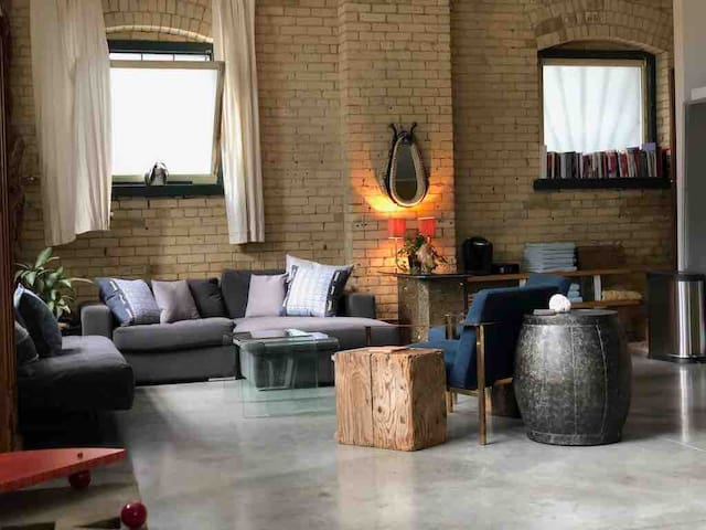 Spacious Garden District Loft--Great for Events!
