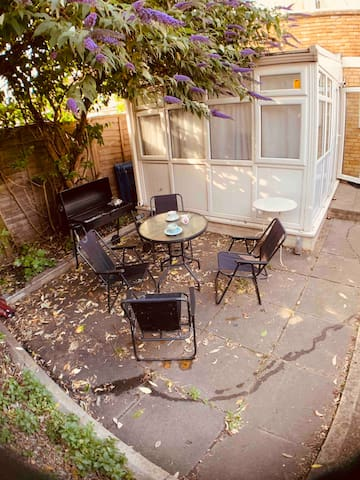 Dorm near Central London  (Breakfast incl )