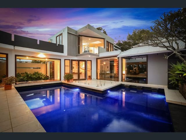 JUST LISTED- ZEN PRIVATE POOL,5 Bedrooms,Sleeps 18