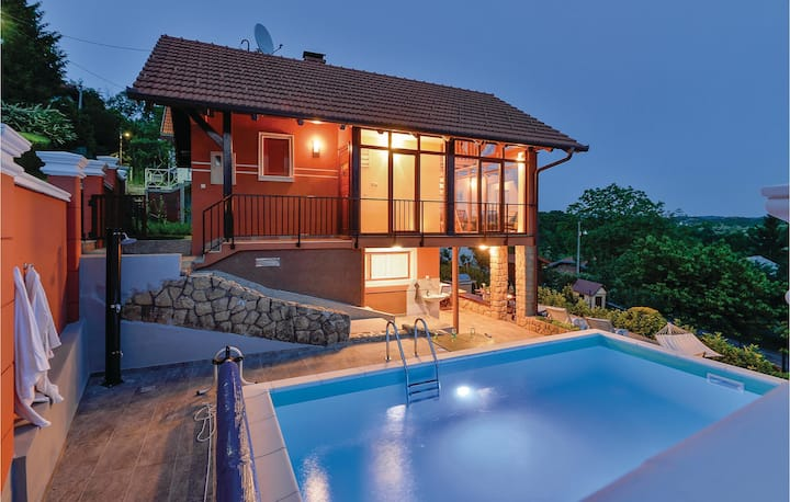 Amazing home in Toplicica with Outdoor swimming pool, WiFi and Outdoor swimming pool