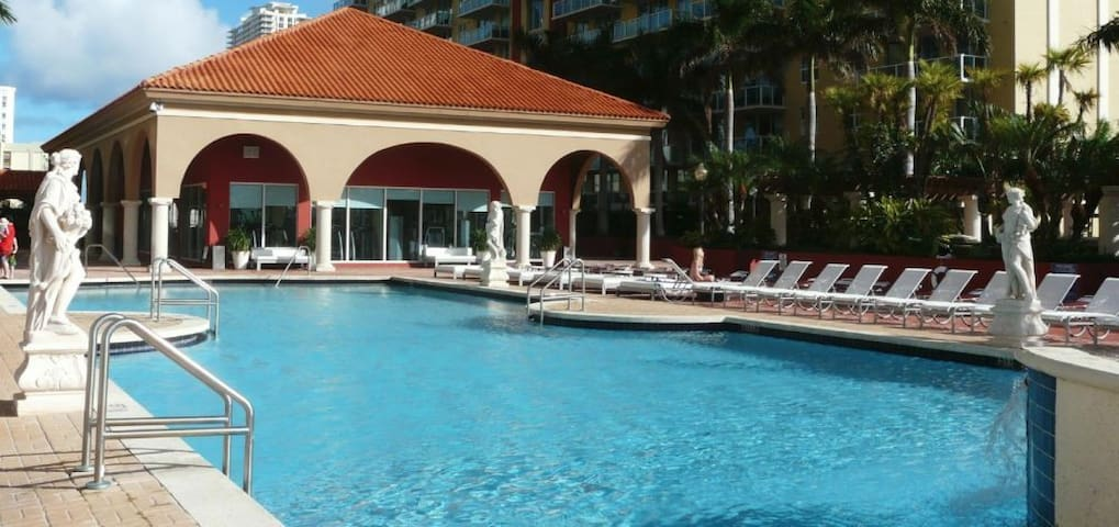 Charming 1BR Condos with Balcony, POOL & GYM