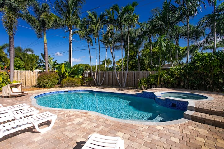 Deluxe 5BR/3BA Home near Beach & Casino Heat Pool
