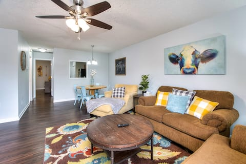 910 Jessamine! Perfect for long stays!
