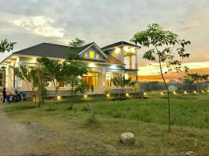 Beautiful Makassar Villa Surrounded By Padi
