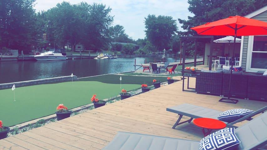 Taste of Modern Lake Living Bright Welcoming Fun