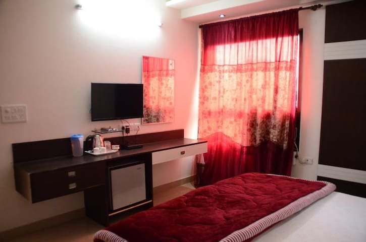 Boutique Property-Bed n Breakfast in Pitampura - New Delhi