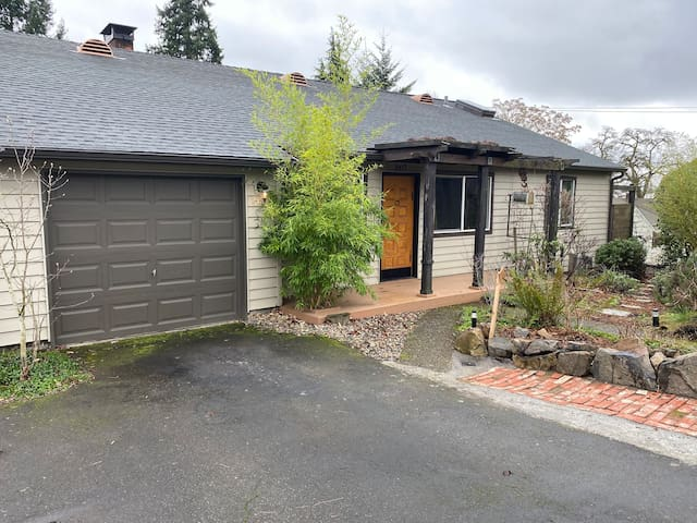 Retreat in the Heart of Vancouver/Portland area