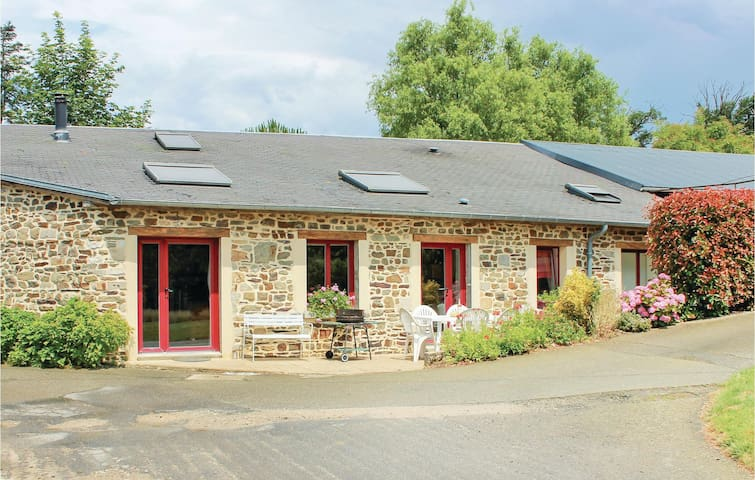 Holiday cottage with 2 bedrooms on 88 m² in Le Theil de Bretagne
