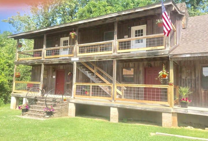 Bear Creek Hideout and Lodge, Studio 102