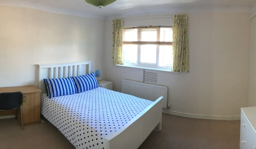 BIG DOUBLE ROOM IN PRIVATE HOUSE