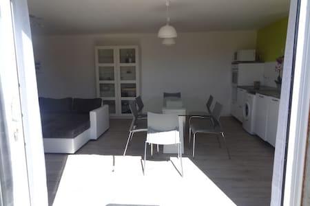 Appartement T2, 50m2,bas de villa - Appartement