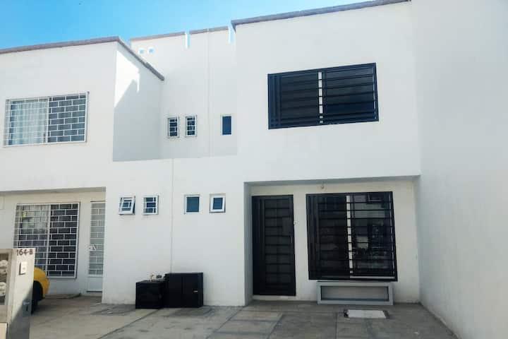 Casa nueva ,zona norte,5 min de zonas industriales