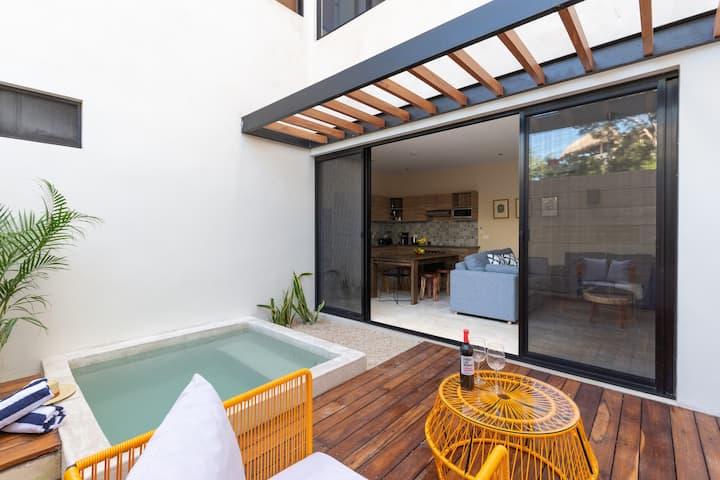 Stylish 2B - Private Patio & Plunge Pool