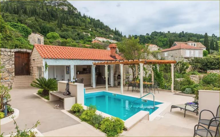 Villa Sarah-Two Bedroom Apt with Swimming Pool A