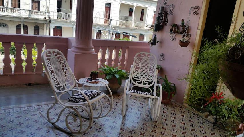 Balcon de la casa donde podras recibir la brisa cienfueguera y tomar un refrescante jugo o un rico cafe