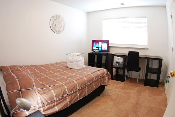 COZY ROOM WITH YOUR OWN PRIVATE BATHROOM NEAR UNC