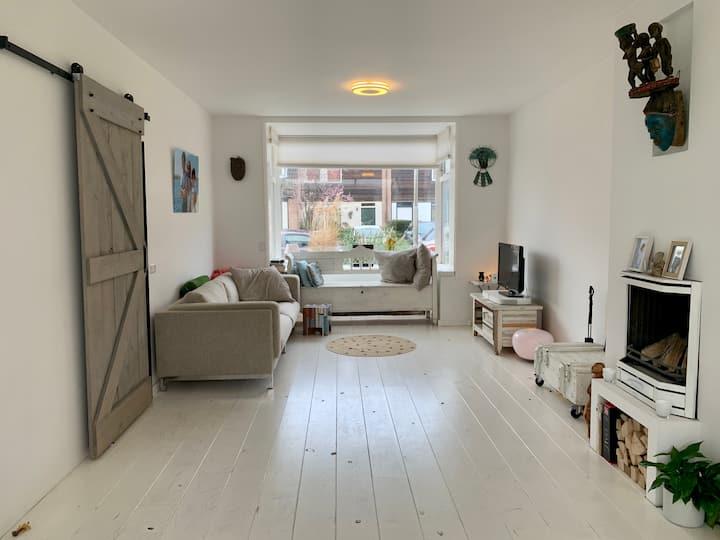 4 bedroom family home 20 mins from GP Zandvoort!
