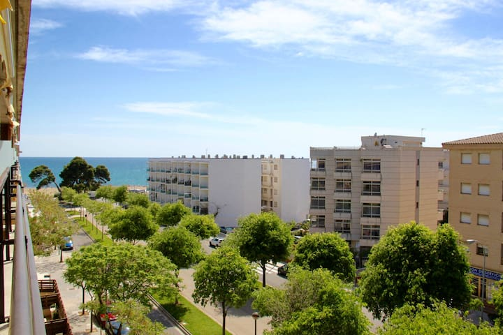 Atico 50 meters from the beach. Free WIFI !!!
