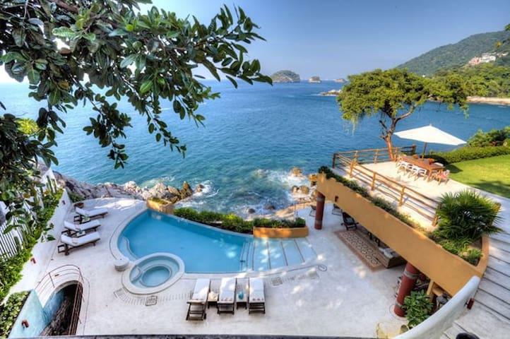 5 br stunning ocean front villa in Mismaloya area