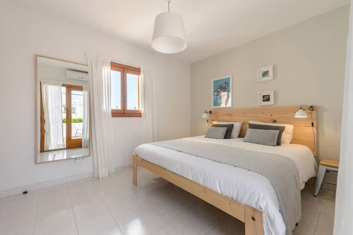 2nd bedroom, 1 double bed (180 x 200 cm)