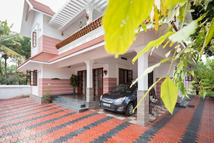 FEEL HOMELY EVEN MILES AWAY (AC TWIN BEDROOM) - Vypin - Bed & Breakfast
