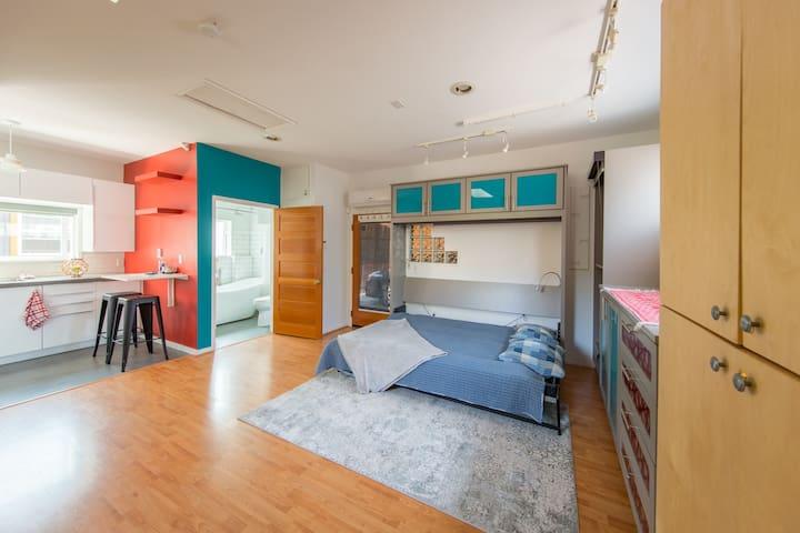 Modern Studio Apartment for 2 in Phinney Ridge