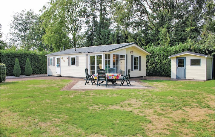 Holiday cottage with 2 bedrooms on 50m² in Rheezerveen