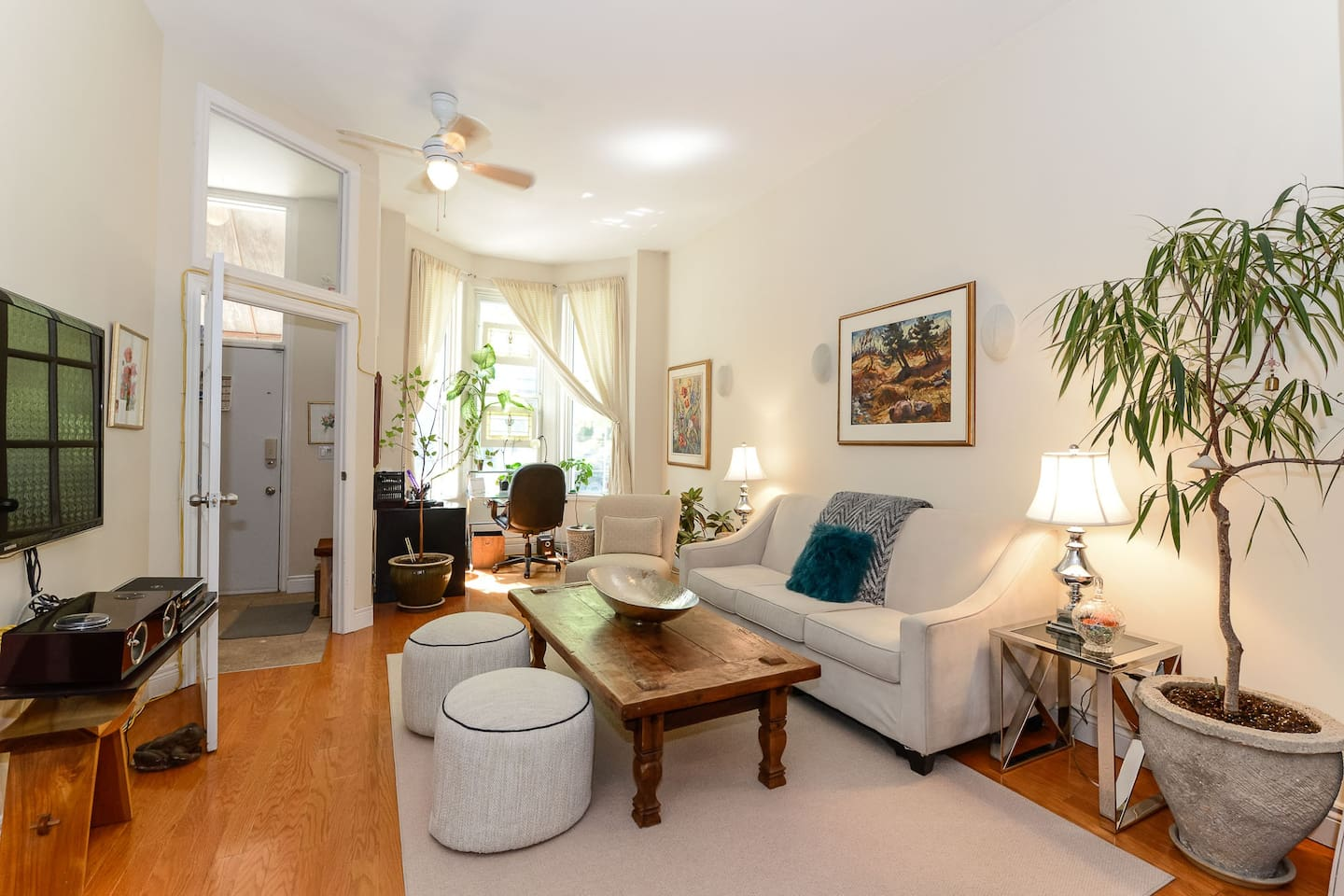 Cozy and comfortable, in the heart of the city. Downtown Victorian home. Very large...