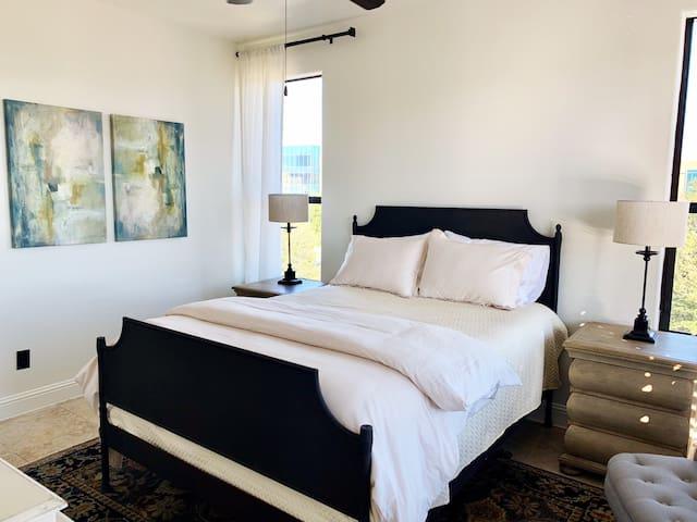 2nd Suite- Queen Bed