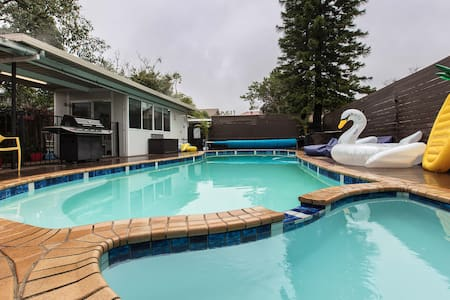 Perfect Family Home for Summer w/ Large Pool - Willoughby East - Casa