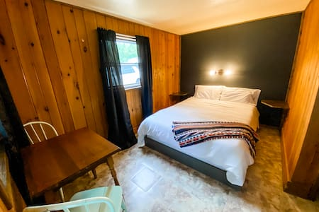 Fresh Coast Cabins #2: Cozy Lakefront Studio Cabin