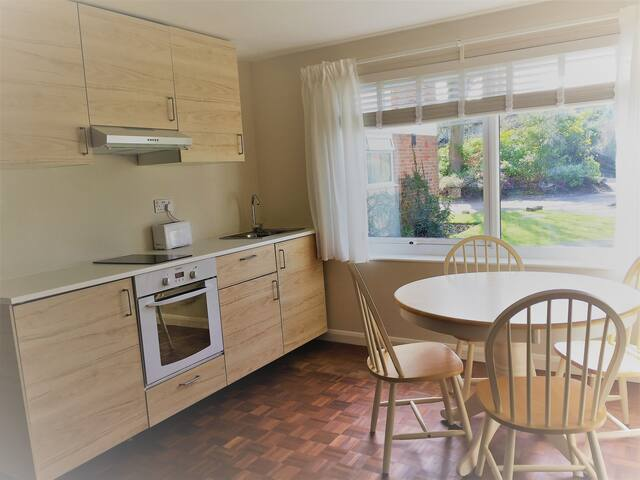 Stylish apartment close to central Guildford