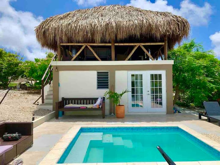 Tropical home & pool -amazing view. Car available