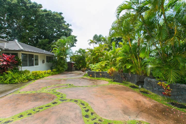 Beautiful 1 Bedroom with Lanai