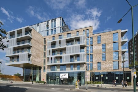 Brand New One Bed Next to the Station - London - Apartemen