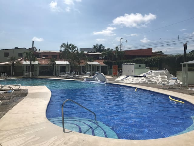 Jacó Tropical Condo-Clean, Gated, Guarded 2Br/1B