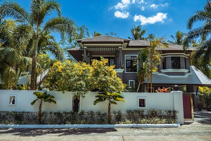 Baan Santhiya 3 Bedroom Villa (V4) - free tuk-tuk