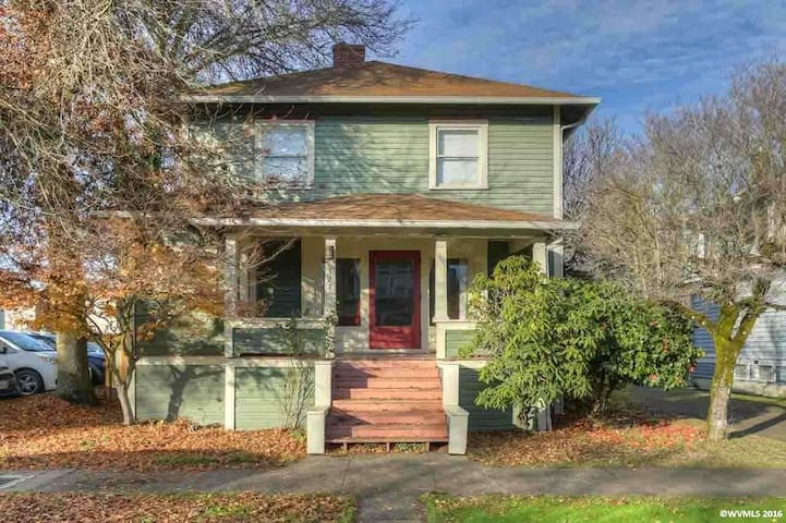 Historic 1900 Home- 2nd Floor Apartment (Hot Tub) - Albany - Appartement