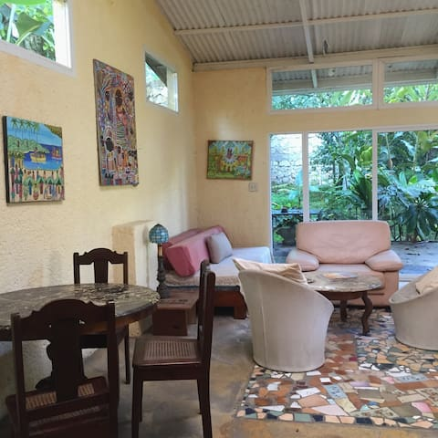 Furnished 1BD w/parking & utilities included - Petionville - Lägenhet