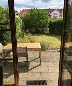 ruhige Wohnung mit schönem Garten