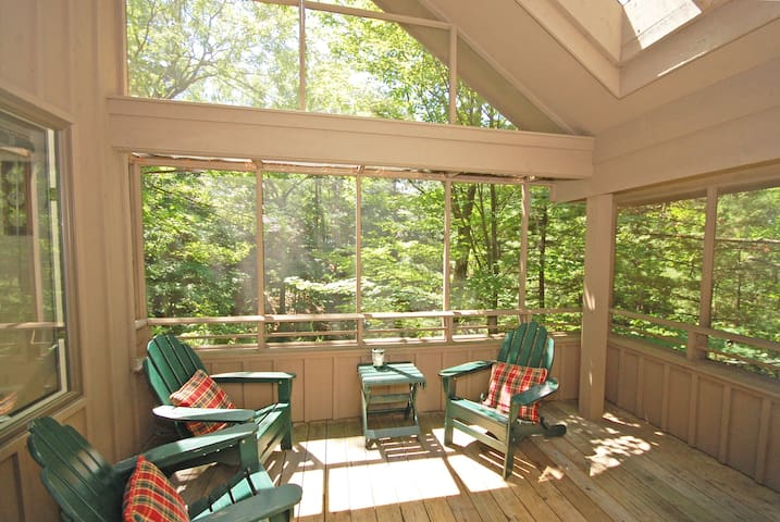 Roomy 3b/3b Condo Perched in a Wooded Hillside near Glen Arbor. Walk to Ski!