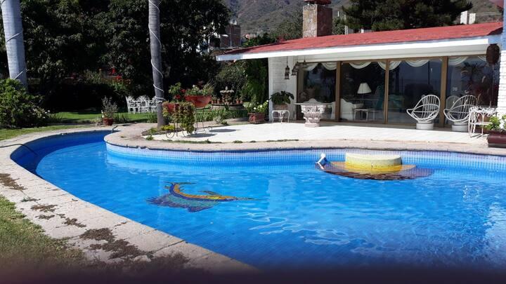Casa orilla Lago de Chapala, 5000 mt2 jardín