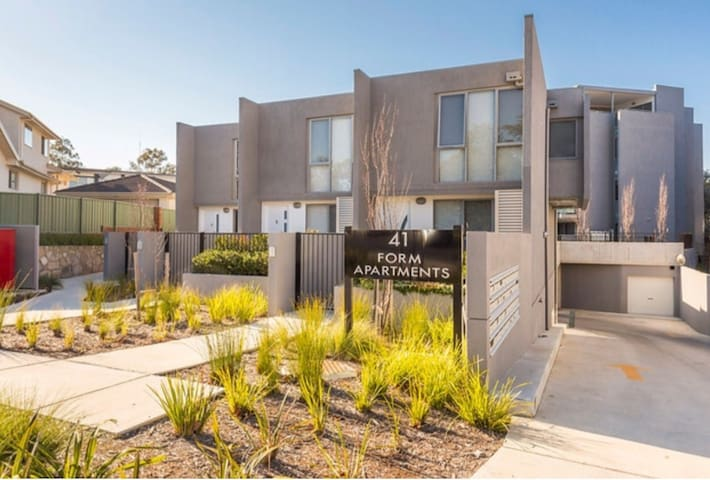 Location Plus - Prestige Yarralumla - Yarralumla - Apartament