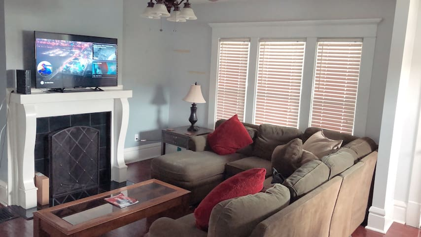 Single Bedroom Chic Home in Merion Village!