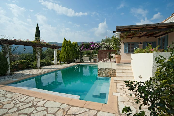 Coutry style villa with swimming pool