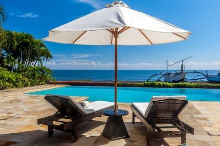 Holiday Beachfront Villa Lovina, FREE breakfast!