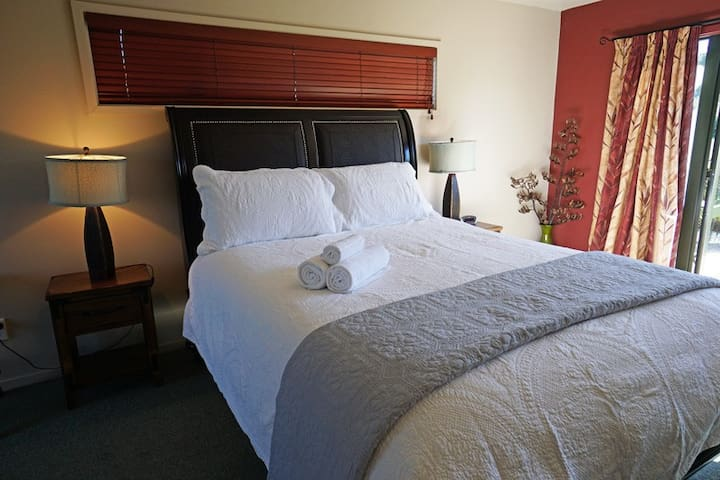 White Rose Room @Terrace Lodge-Luxury Boutique B&B - Leithfield - Bed & Breakfast
