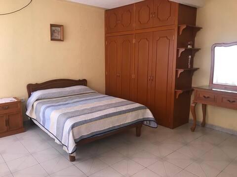 Casa Clarita (3)habitación céntrica y confortable.