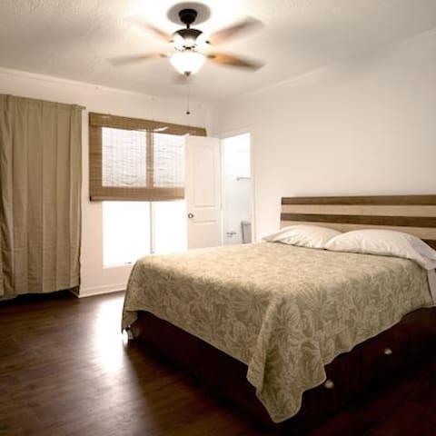 Queen size room G, shared bathroom - Wahiawa - House