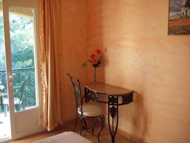 lalibran chambre abricotier - Pierrefeu-du-Var - Bed & Breakfast